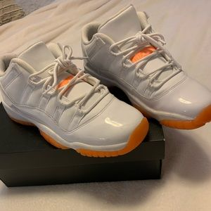 jordan 11 retro low size 6.5 women's 8